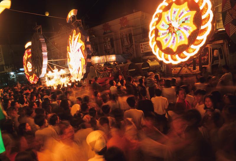 Perayaan Tradisi Natal Paling Unik, tema natal. info unik, malam natal, tradisi natal di seluruh dunia, Giant Lantern Festival, Philippines