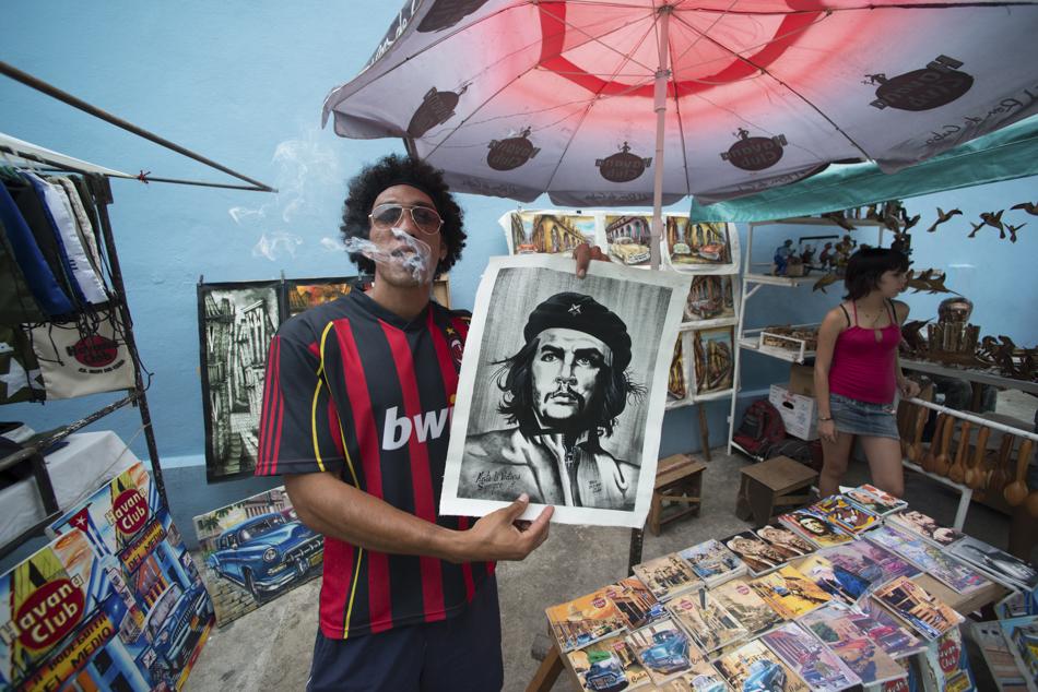 Merchant holding drawing of Che Guevara, Havana, Cuba